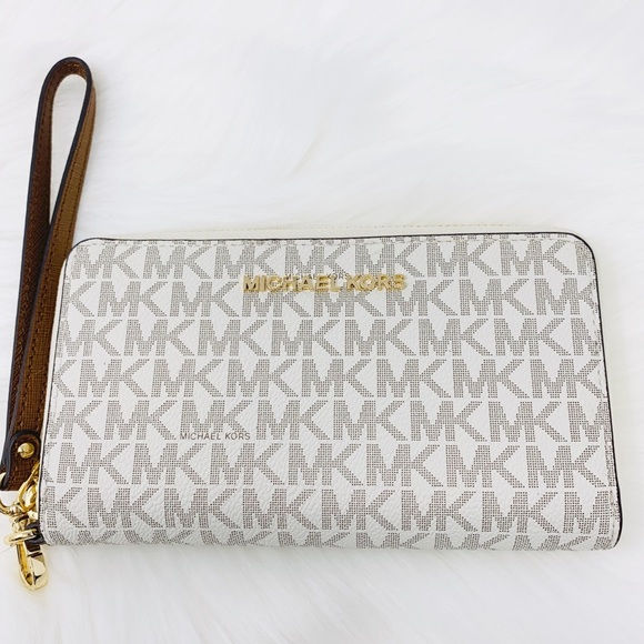 Michael Kors Handbags - Michael Kors Large flat phone case Wallet vanilla